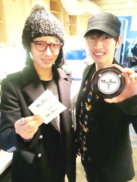 """♥Yesung se fait soutenir pour son café """"Mouse Rabbit"""" par Eunhyuk ♥"""