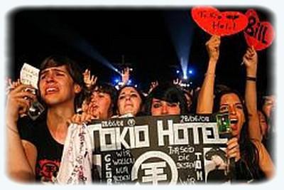 Des fans de Toki Hotel campent déjà devant l\'Arena.