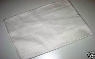 HAHHA je viens d,APPRENDRE que sur ebay, ils vendaient le drap(non lavé) que Bill a dormi dessus à l'hopital XD