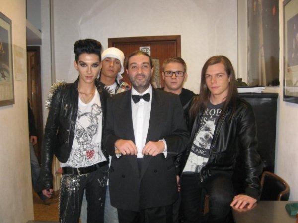 Tokio Hotel avec le directeur de l'orchestre de San Remo