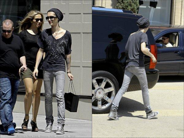 26.08.2010 - Barney's New York, Beverly Hills, Hollywood.