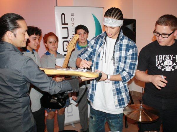 Santiago (Chili) - 28 Novembre - - - Donation d'instruments et d'une salle de Musique & d'une librairie pour une école pauvre
