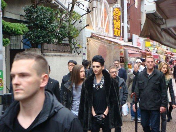 Tokio Hotel dans Harajaku le 14 Décembre. Avec la face de Dirk en gros plan ;-)