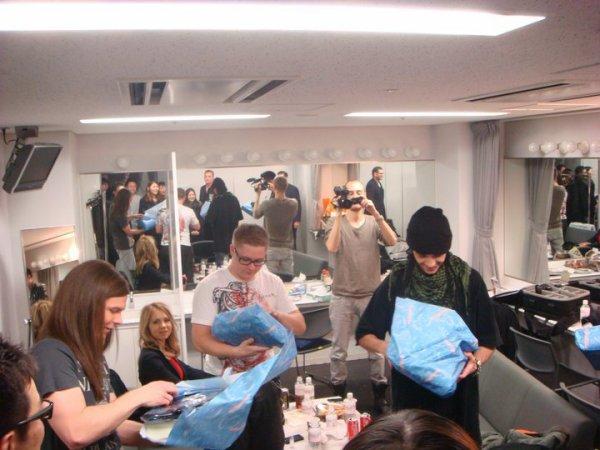 Le groupe a reçu des cadeaux aux Japon - 15 Décembre 2010