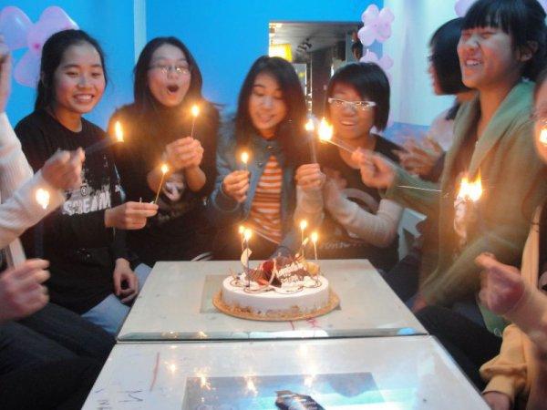 Les fans au VIETNAM pour l'anniversaire de Georg.