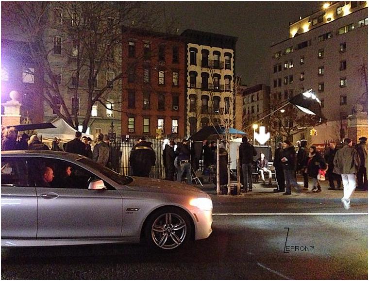 © ZEfron™  21.12.2012  - . Photos du tournage nocturne d'AWOD?poster par Tom Gormican (réalisateur) à New York @J: On peux même voir sur écran les premières images en exclusivité de Zac dans le film, quel classe!