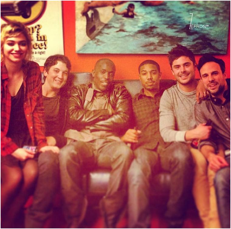 © ZEfron™  12.01.2013  -  Photo personnel du cast d'Are We Officially Dating à New York poster sur la toile.