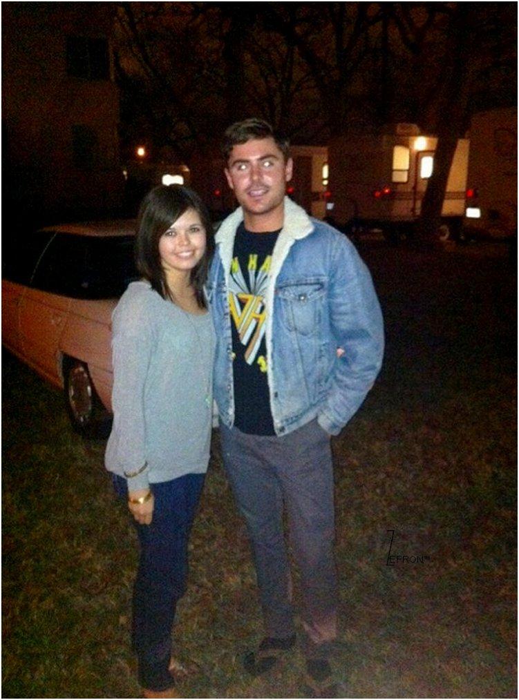 © ZEfron™  06.02.2013  -  Photos de Zac et des Fans sur le Set de Parkland au Texas. @V: Les Chaussettes et les Tongs c'est tout simplement Horrible, Gros Flop pour Zac