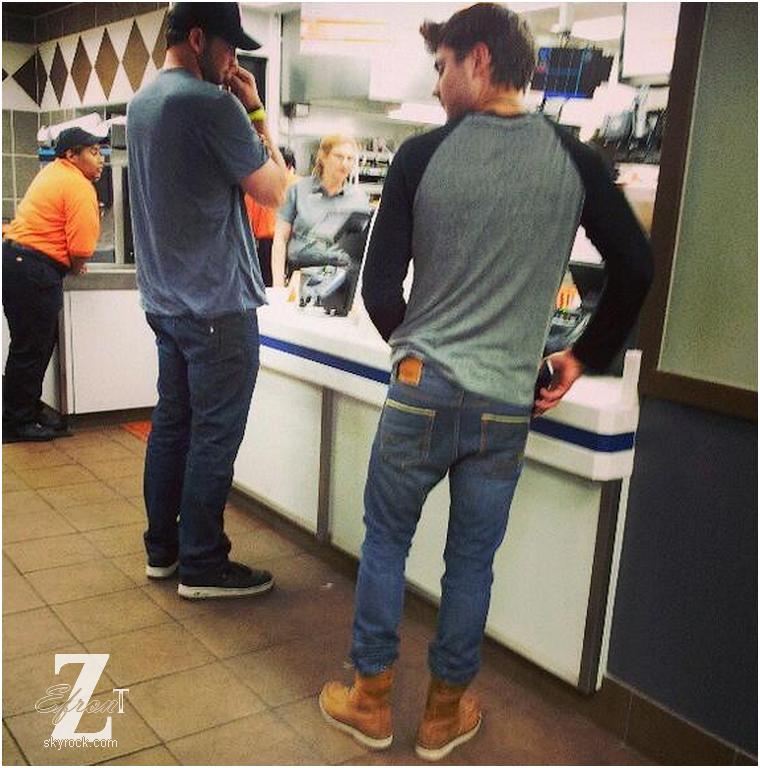 © ZEfron™  17.03.2013  - Zac Efron et Perez Hilton, la rencontre, après le festival SXSW à Austin, Texas.