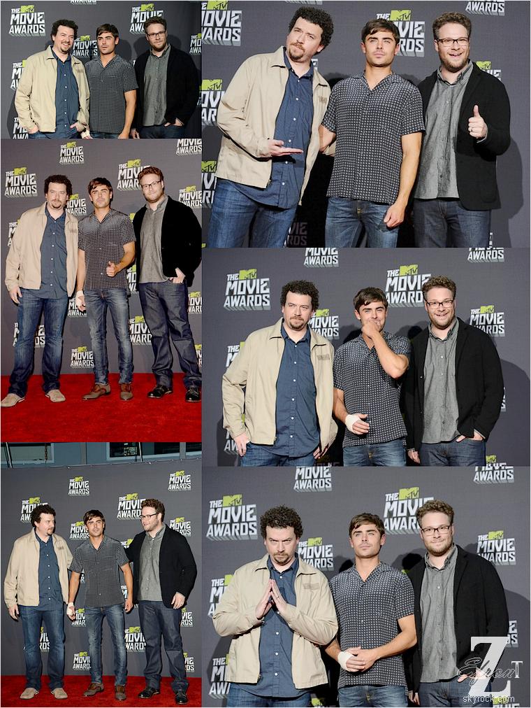 © ZEfron™    14.04.2013  -  (Part.1 - Salle de Presse & Autres) ) Zac Efron présent au MTV Movie Award 2013 de Los Angeles.  @J: De belle photos, un plâtre qui n'est plus là (seulement le reste du bandage), un petit sketch à la Cohen, une belle soirée quoi :D .