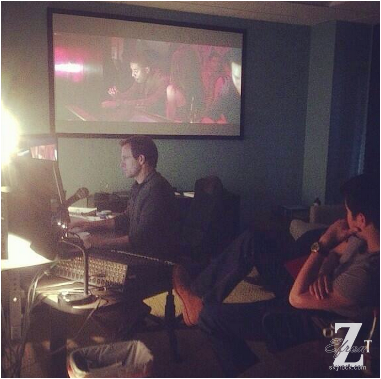 © ZEfron™    29.04.2013  -  Nouvelles photo de Zac Efron dans les studios de montage du film Are We Officially Dating?.  @J: Merci à beaucoup @ZactuNews pour ses explications sur la photo :)