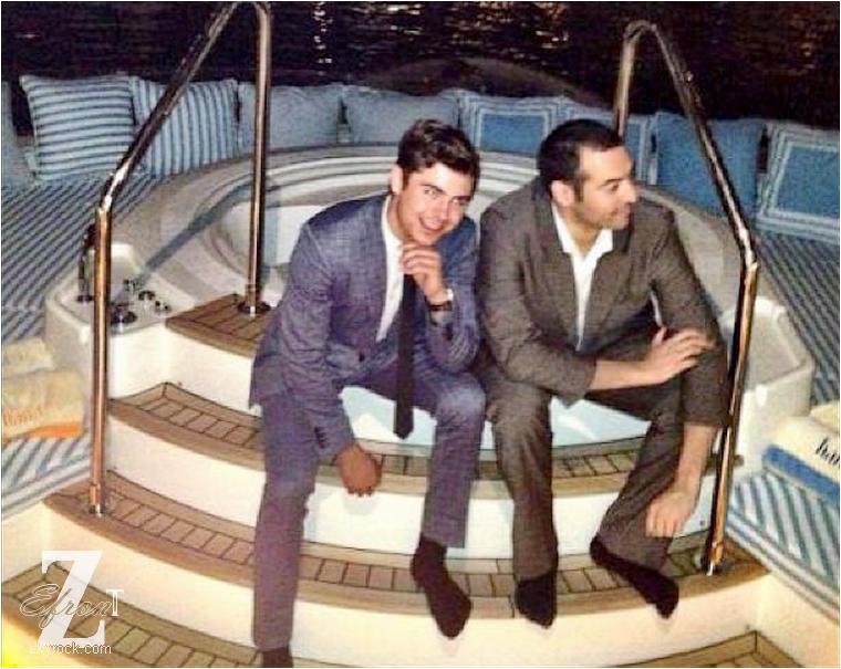© ZEfron™  14.05.2013  -  Vidéo de Zac Efron et ses co-star sur le tournage de From Here To Fraternity le 10 Mai dernier à Los Angeles.  @J: Manque de news évident :( Zac toujours en tournage, surement en intérieur.