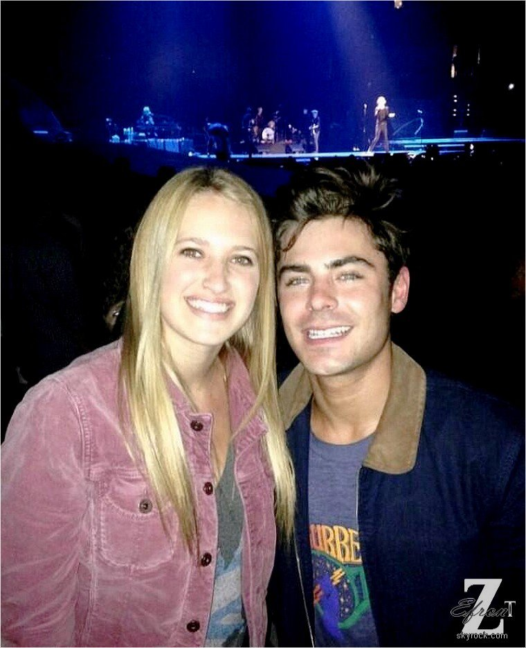 © ZEfron™  18.05.2013  - Photo de Zac Efron et une Fan au concert des Rolling Stones à Los Angeles .  @V: Heuresement que l'on a les Fans pour les Photos.