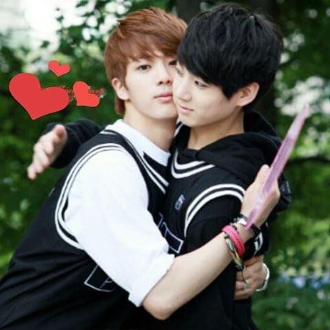Kookie pourquoi tu te laisse Jin te prendre dans ces bras