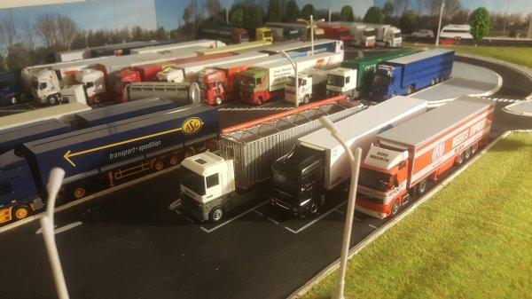 ce weekend, un peu de repos....les camions s'accumulent sur le parking de Sommesous