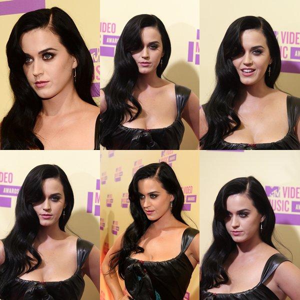 • 06/09/12 - Katy Perry était présente au Staples Center pour la cérémonie des MTV Video Music Awards 2012.