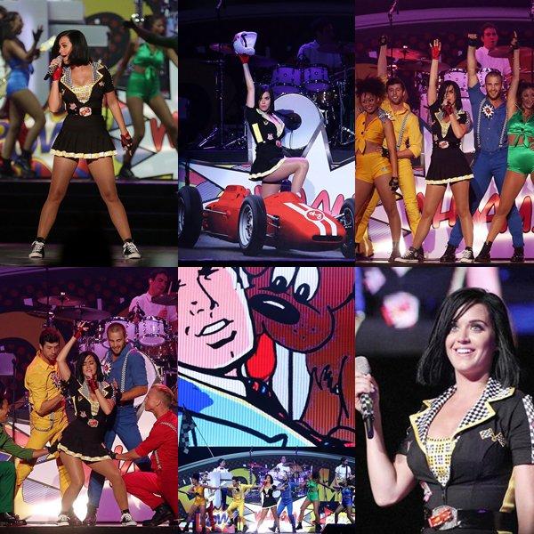 • 23/09/12 - Katy Perry était présente au Grand Prix de F1 à Singapour où elle y a donner un concert après avoir assistée à la course de F1 au circuit de Marina Bay Street