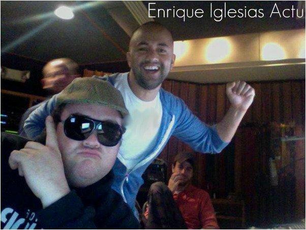 Deux Nouvelles photos d'Enrique avec Red One & Evan Bogart