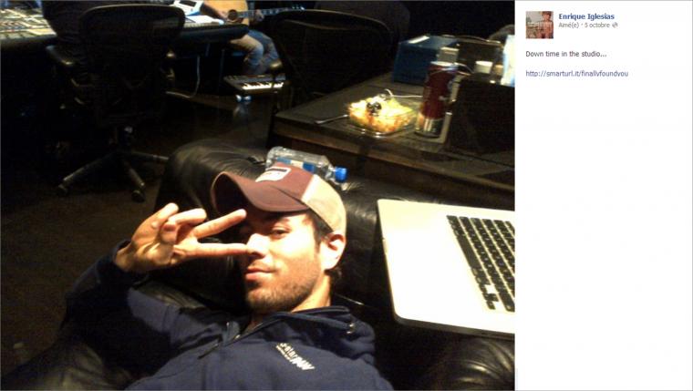 Une pose temps en studio - Enrique Iglesias