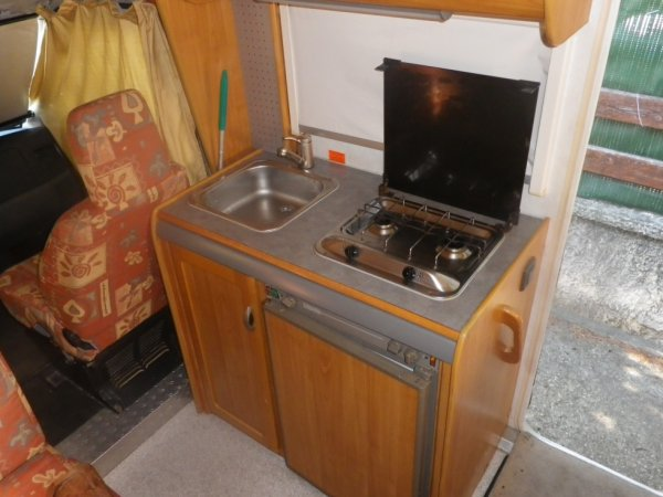 cuisinnière 2 feux frigo tri-mixte