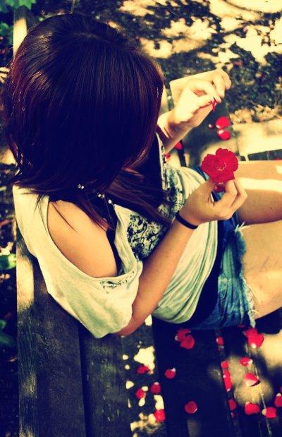 L'absence finit par vaincre l'amour.