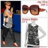 """# # Rihanna porte  des lunettes    """" Jay Vice  """"  qui coûte  260 $ !, un T-shirt   """" Prince Peter  """"  qui coûte   77$! Remarque * Rihanna a été aperçue à l'aéroport de New York   dans un look très audacieux ! La jeune Barbadienne arborait : un Tee-shirt gris Prince Peter, un pantalon en cuir, un petit sac Nina Ricci, une paire d'escarpins rouge assortie à ses lunettes Jay Vice."""