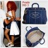 """# # Rihanna porte un sac à main    """" Prada  """"  qui coûte    995 $ ! Remarque * Rihanna a été aperçue quittant un restaurant chinois, Le « Philippe Chow » à Los Angeles hier soir en compagnie d'une amie. Toujours aussi surprenante, La jeune Barbadienne arborait encore une fois sa jolie coupe afro. Elle portait : une belle robe blanche dévoilant ses jambes de déesse, des derbys blanches Miu Miu, quelques bijoux et  un tout nouveau sac à main  signé Prada en vraie fashionista qui se respecte.  Alors ... Vos impressions ?"""