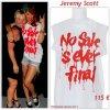"""# # Rihanna porte un Tee-shirt   """" Jeremy Scott """"  qui coûte 115 ¤ !  Remarque *  Avant d'assurer son grand concert à Las Vegas, Rihanna s'est rendue à un combat d'arts martiaux pour se détendre un peu. Ensuite, la belle s'est rendue au Meet & Greet de son concert dans le cadre de sa tournée «Loud Tour» pour rencontrer  de nouveaux fans. Toujours aussi tendance, La chanteuse portait : un T-shirt blanc avec inscrit dessus """"No sale is ever final"""" de Jeremy Scott, un short en jean destroy Levi's, une casquette verte sur la tête, une belle paire de Ray Ban et des Vans. Rihanna fait partie des rares femmes au monde qui peut se permettre un look urbain décontracté et le lendemain adopter un look ultra féminin, Un véritable caméléon !"""