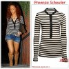 """# # Rihanna porte un Tee-shirt """" Proenza Schouler  """"  qui coûte 390 $ !  Remarque *    Jeudi 28 juillet, Rihanna a été aperçue dans les rues de Bervely Hills, en pleine nuit, en direction de la célèbre boutique de vêtements haute couture  Barney's New York. Bien évidement, la belle n'a pas pu résister à la tentation d'essayer plusieurs paire de chaussures et des bijoux ! La chanteuse de 23 ans portait : un Tee-shirt à rayures Proenza Schouler, un short en jean dévoilant ses jambes de rêves, des cuissardes beiges en daim, une pochette Fendi et de nombreux bijoux.  La jeune femme arborait également une toute nouvelle coupe de cheveux ! Alors ... Vos impressions ?"""