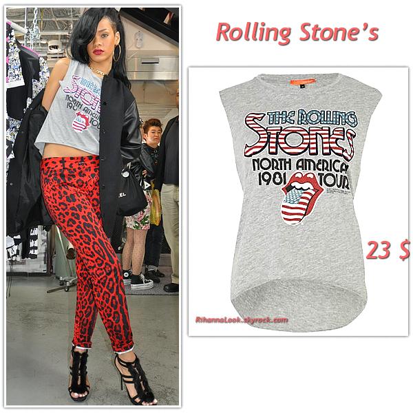 """# # Rihanna porte un T-shirt """"  Rolling Stones """"    qui coûte 23 $ € ! Remarque * Le 1 Avril 2012, Rihanna a été aperçue se promenant au Japon un look très audacieux !  Après avoir été blonde pendant exactement 2 mois, Rihanna passe au noir et exhibe sa nouvelle coupe de cheveux. Coté style : un slim lépoard rouge, un t-shirt Rolling Stones et des bijoux bling bling."""