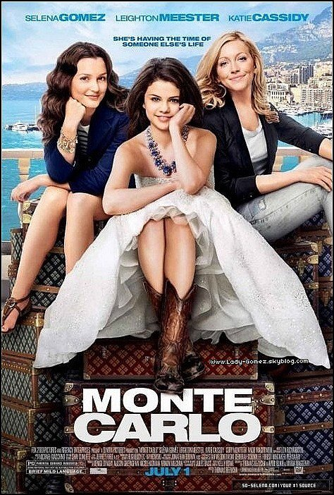 """Selena fait la couverture d'un magasine Japonais !  Elle est superbe sur la couverture et aussi très naturel Bravo :D Affiche du film """" Monte Carlo """" ! Désole pour le retard de l'affiche  :(  mais sinon j'adore :D"""