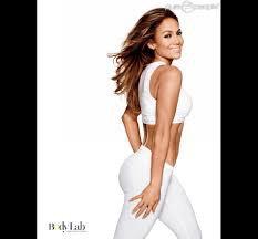Jennifer Lopez, 45 ans et des abdos en béton : le secret de son corps de rêve !