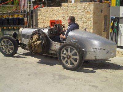 Très rare Bugatti type 35 et jaguar E-type
