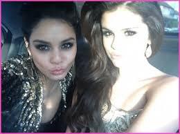 Voici une magnifique image de Selena et Vanessa