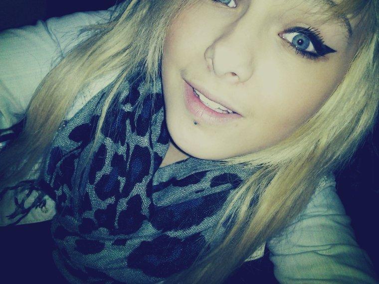 C'est vrai que la vie serait plus belle si on pouvait garder les gens qu'on aime à nos côtés .. ♥