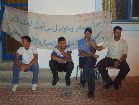 معطلو التنسيق الإقليمي يحولون مسيرة لهم لإعتصام و مبيت ليلي داخل نيابة التعليم بالحسيمة