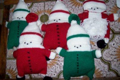 pere noel et lutin en tricot