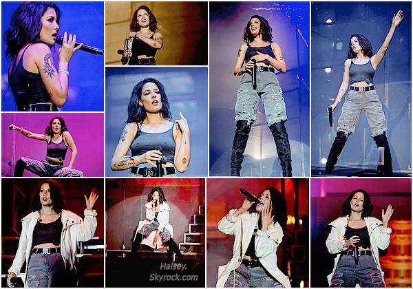 02/09/2016 • • Halsey s'est produite sur la scène du Bumbershoot Music Festival a Seattle, Wash.