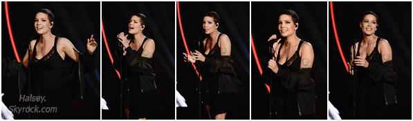 09/12/2016 • • Halsey était présente lors des Billboard Women In Music 2016, a New York City.  Une Ash toute contente de recevoir son prix de Rising Star, elle performa son hit Colors plus tard dans la soirée, proud of my baby ♥