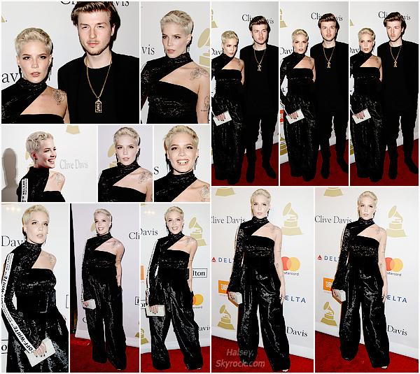 11/02/2017 • • Halsey était présente au gala des pre-grammy a Los Angeles, Californie.  C'est accompagné de son petit ami, Lido qu'Ashley frôle le tapis rouge de la soirée dans une tenue ... originale. Flop pour ma part.
