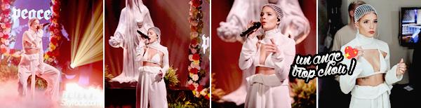 04/05/2017 •• Halsey était sur le plateau de Jimmy Fallon pour interpréter son titre Now Or Never. Incroyable ♥ C'est le seul mot qui me vient à l'esprit ! Ashley ressemble a un vrai petit ange et sa prestation est juste magnifique, bravo !