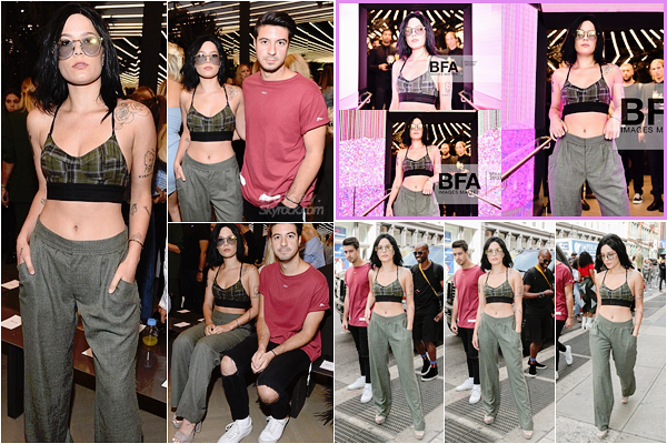 10/09/2017 • • Halsey s'est rendu au show Baja East a l'occasion de la fashion week de New York.