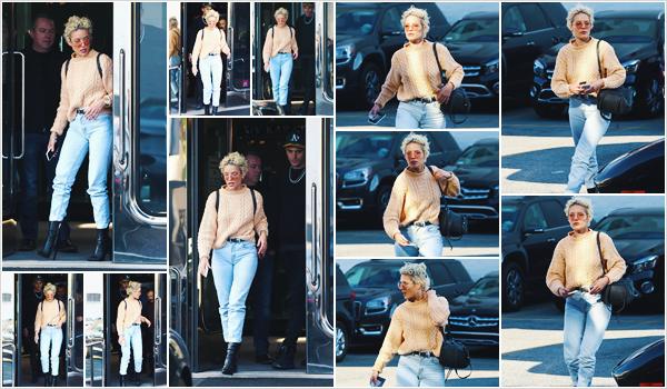 ++CANDIDS++ // ++21.02.2018++ ———Notre Halsey a été photographiée dans les rues de la grande ville qu'est West Hollywood.
