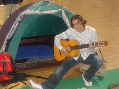 yo en campamento con pelo largo