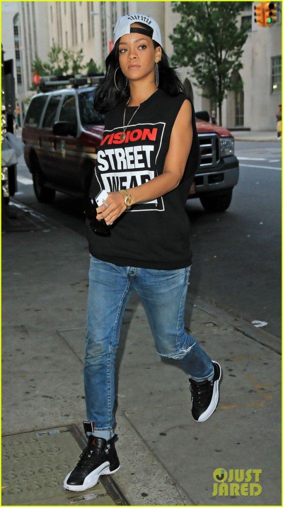 Rihanna son look