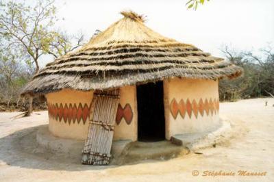 maison n 39 debele l 39 afrique. Black Bedroom Furniture Sets. Home Design Ideas
