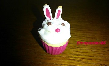 ma participation au concours de http://luna-fimo.skyrock.com/ (un cupcake spécial Pâques)
