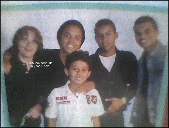 Prince Jackson and his cousins at Jermaine Jacksons concert.