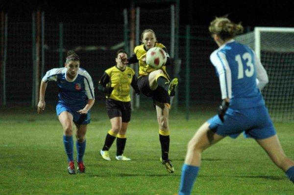 Les stéphanoises du pôle espoir en match amical perdu 1 à 0 face à St Romain de Surieu