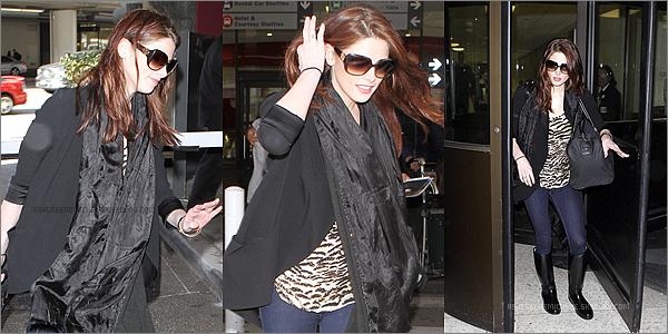 .  14 avril 2011 » Ashley a l'aéroport de Vancouver pour partir - Ashley a l'aéroport de Los Angeles - Puis Ashley rentrant chez elle ! .  Enfin de retour ! ça fait plaisir !  .